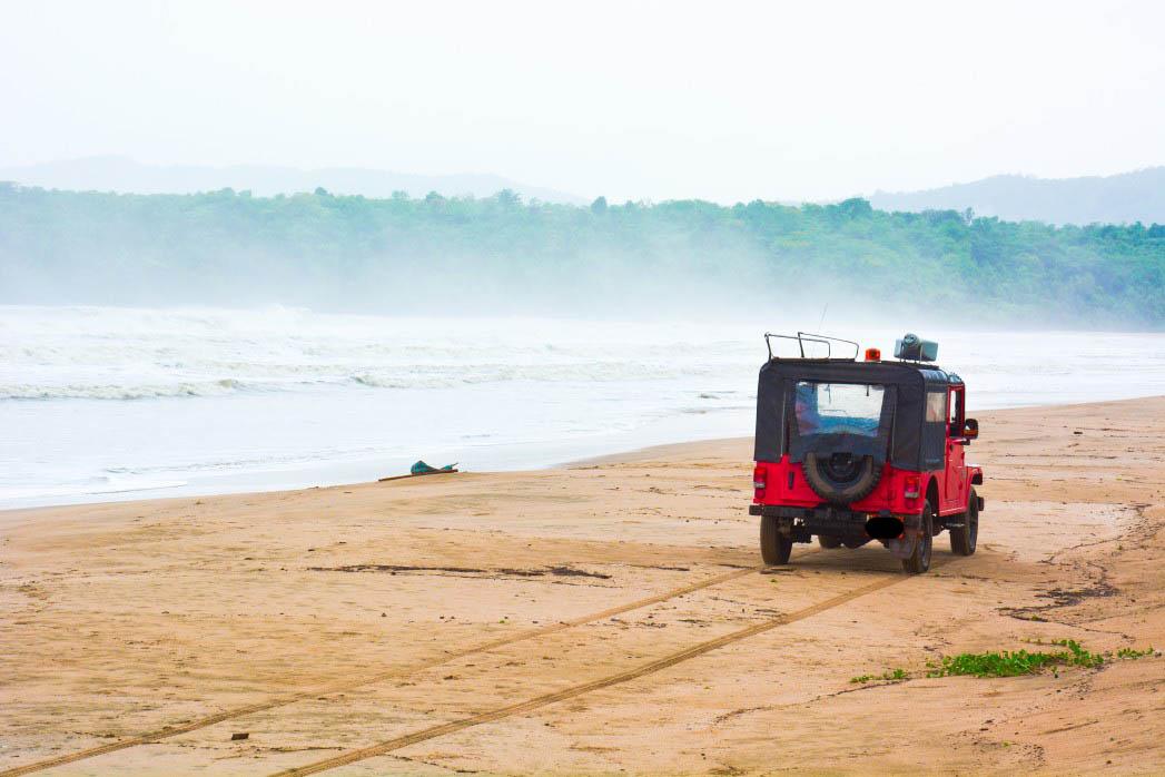 Goa red car